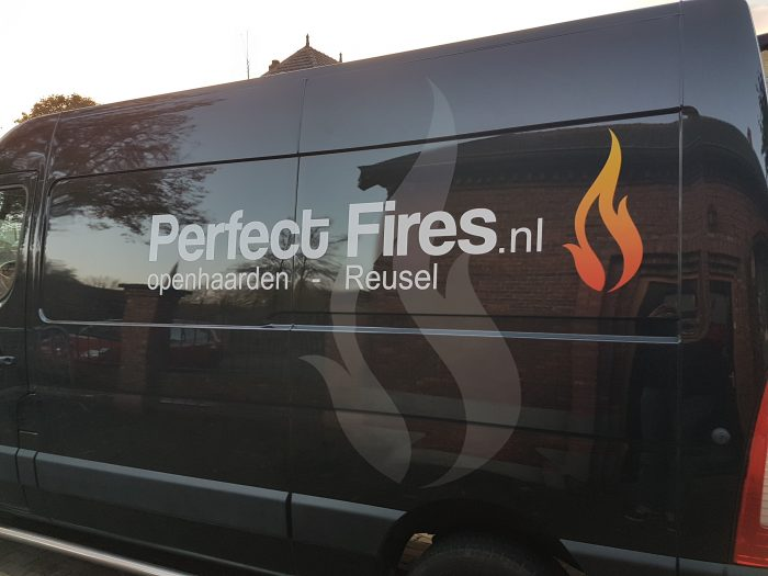 Perfect Fires busbestickering zijkant